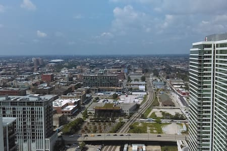 A wonderful 35th floor apartment in westloop. - Daire