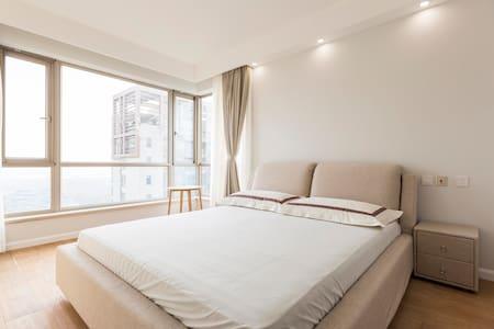 一套大平层里的主卧,高层景观房,俯瞰世纪公园,仁恒高品质小区 - Shanghái - Departamento