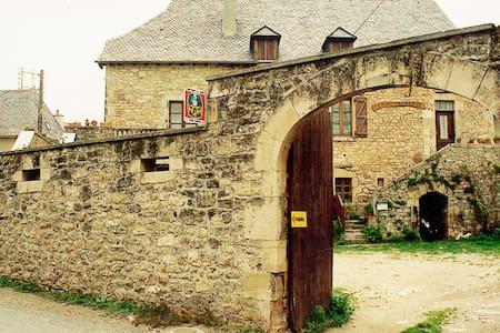 5 anciennes chambres d'hôtes - Dům