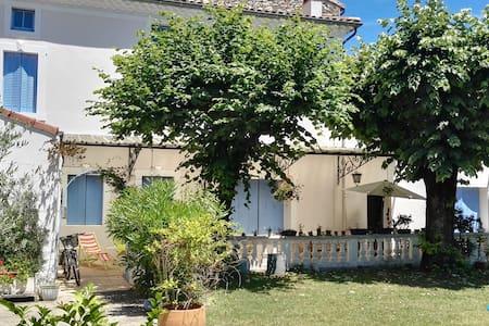 Chbre Maison de charme - centre - Montélimar