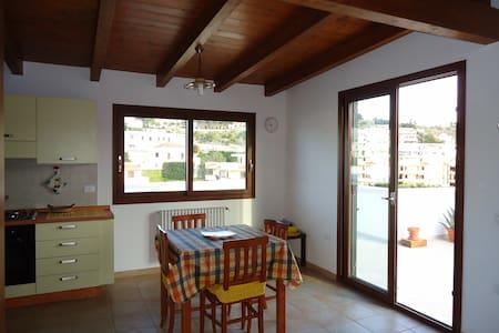 VIESTE  ATTICO ELEGANTE IN PAESE - Vieste - Apartment