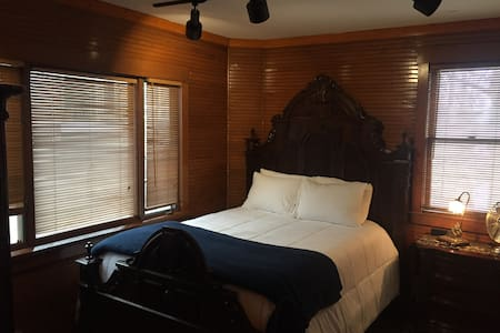 Sleep in the Stables! Carriage House Suite - Minneapolis - Villa