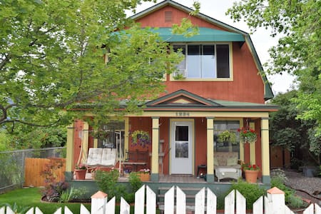 Two story home w/ private bed and bath, near river - Missoula - House