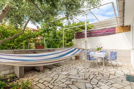 Cozy apt. terrace & grill - Pula - Apartment