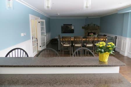 Beautiful new living area! - Collingwood - Apartment