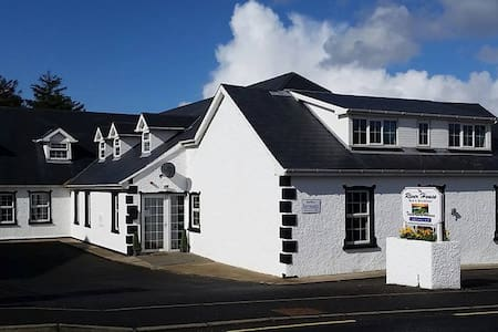 The River House Hostel - Twin Room Private Ensuite - Dungloe