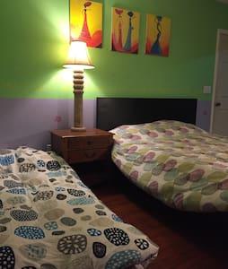 cozy double bed room included bathroom - La Puente