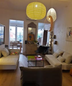 Large 3-room apartment - Balcony - City center - Marseille - Lejlighed