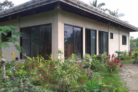 Private room for rent near Momo Beach - Panglao