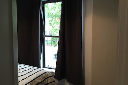 Ground-level room w/ bay window in prime Brooklyn - Brooklyn - Casa a schiera