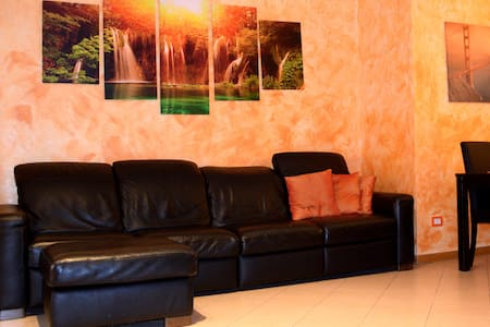 American room in Legnano - Apartment
