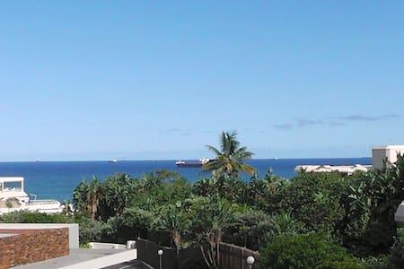 11SeaLodge-Sea view-5 mins walk to beach-No aircon - Umhlanga