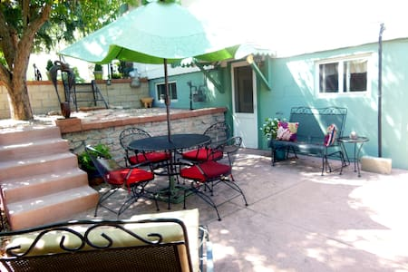 Cozy Garden Level Studio, walk to downtown - Colorado Springs - Pis