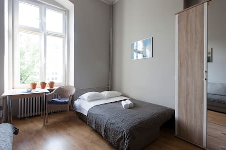 Unique Room in Old Post-German Building - Wrocław - Apartment