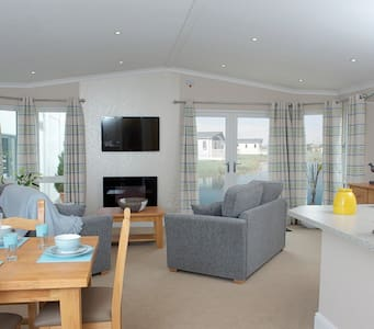 3 Bedroom Deluxe Lodge at Hilton Woods - Holsworthy
