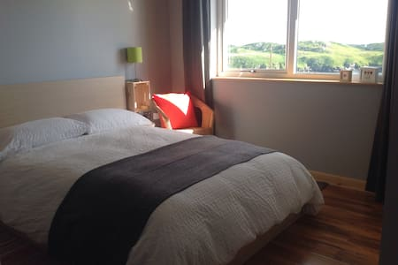 Double en suite bedroom  + kitchen - Isle of Harris - Bungalow