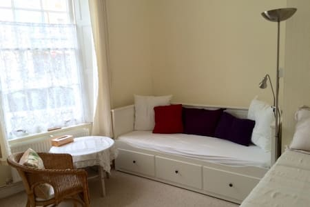 Bright room in town centre - Casa
