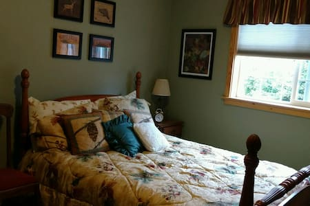 NEW! Cozy Western Retreat @ the popular Pond Lodge - Snohomish