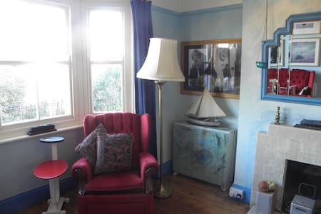 Double room in vegan arty house - Dorset