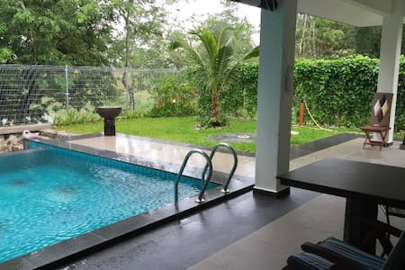 Deluxe villa in guarded Golf & Country Club - Melaka Tengah