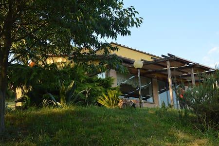 La casa sulla collina - House