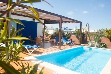Villa PETICHU in Playa Blanca for 4 - Punta Mujeres