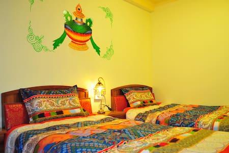 藏式独栋别墅,位于八廓街大昭寺边缘,闹中取静,藏式双床标间带窗带独卫 - Villa