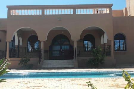 Villa avec jardin, Piscine privee et salle de jeux - Villa