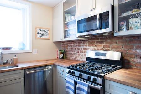Great location-- historic rowhouse! - Washington - Apartment