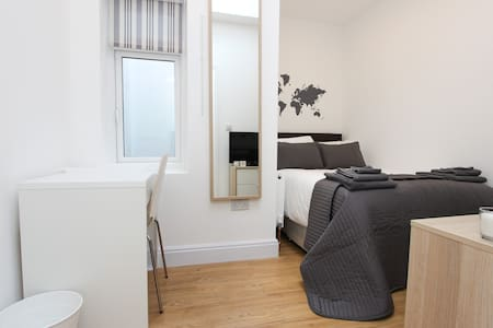 Great Single Bedroom in Dollis Hill! BR3 - Londres - Casa