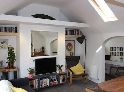 Quirky 1 bed apt in trendy North Laine of Brighton - Brighton - Lejlighed