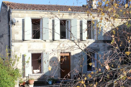 Large Farmhouse in pretty village - Dampierre-sur-Boutonne