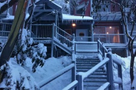 Snow Fall at Crows Nest -  Ski In - Ski Out - Falls Creek