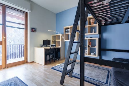 Private room with balcony - Asti - Apartment