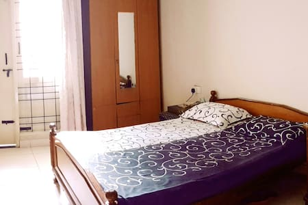 Ensuite Room with Private 3-pc Bathroom. - Lakás