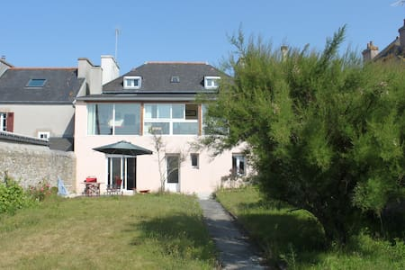 Studio grande maison accès mer - Hus
