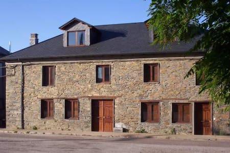 Cumbres Borrascosas - Villagatón - House