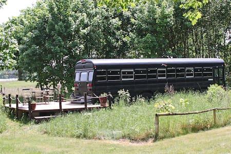 Butch The Bus - Auszeit im Schulbus - Autocaravana