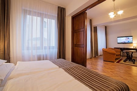 spacious appartement in the centre. - Lejlighed