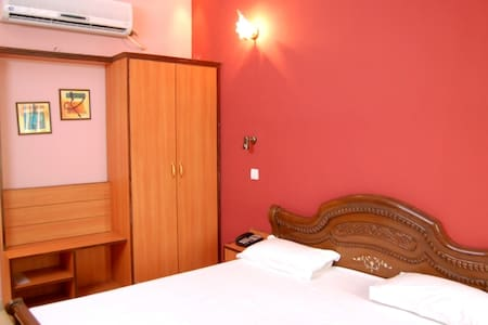 Hotel D R International - Bed & Breakfast