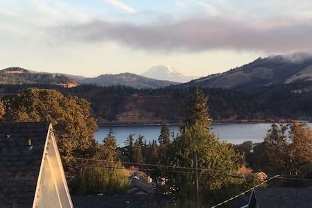 Loft with River and Mountain Views! - Hood River - Loft