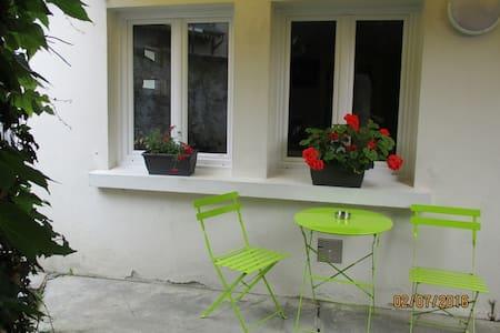 Petite maison avec cour au coeur de la ville - Bagnères-de-Bigorre - Apartemen