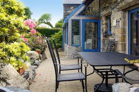 Sunny house in Brittany with views - Le Cloître-Saint-Thégonnec - House