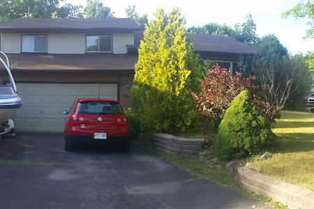 2B, 1 Couch, 5 min from 401 - Quinte West - Hus