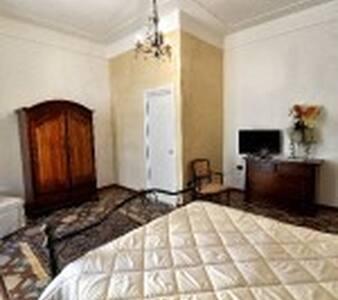 Camera Matrimoniale più Lettino in Centro Storico - Mesagne - Bed & Breakfast