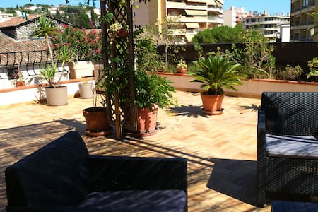 Spacious apartment with rooftop of 60 m² - Vallauris - Apartamento