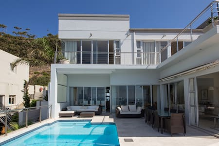Luxurious 4 bed House with pool - House
