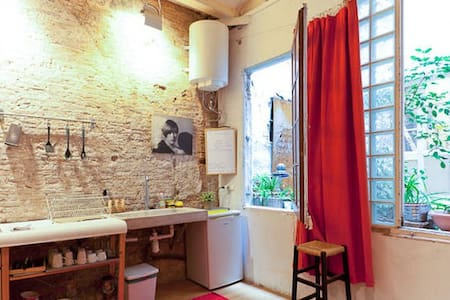 STYLISH STUDIO -CENTER OF BCN! WIFI - Barcelona - Apartamento