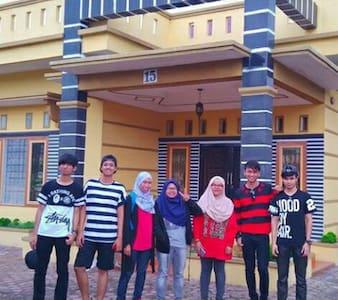 Nice host, family friendly - Medan - Casa