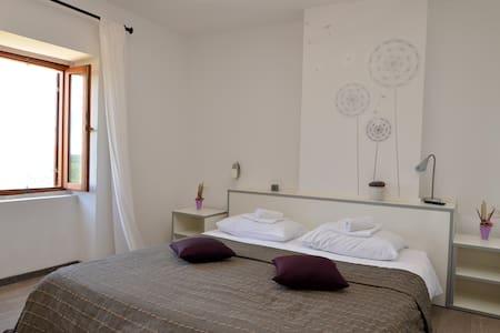 Villa Borgo B&B room with panoramic view - Unit 1 - Motovun